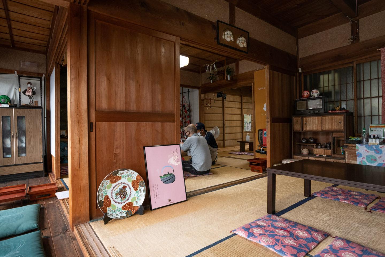 ▲築70年余りの古民家を活用したカフェの内観